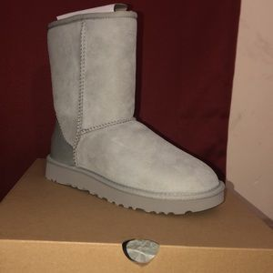UGG boots size 5 in women's, size 3 in kids
